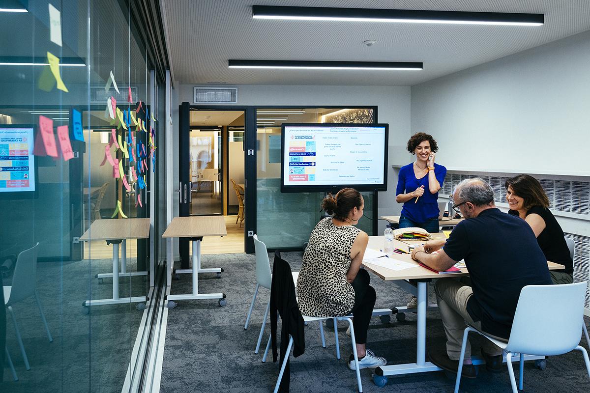 Puedes plantearte alquilar una sala de reuniones durante meses.
